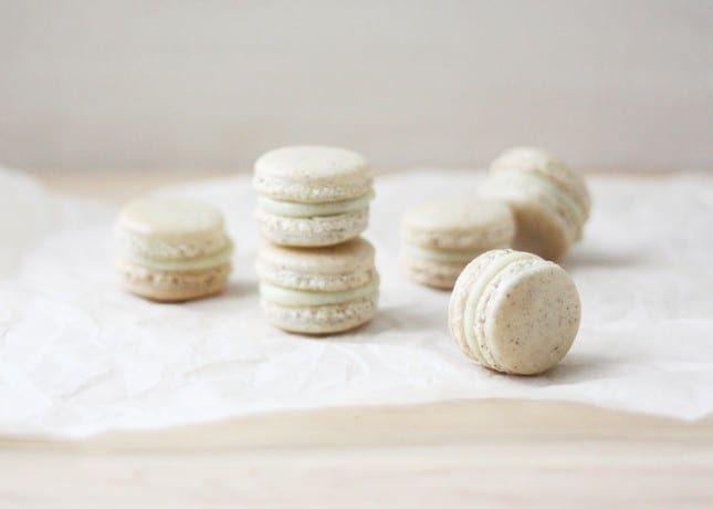 Vanilla Bean French Macarons // FoodNouveau.com