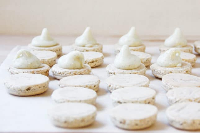 Vanilla French macarons with vanilla bean filling // FoodNouveau.com