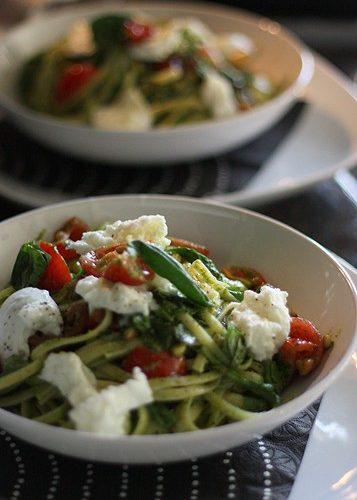 Caprese Pasta // FoodNouveau.com