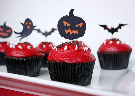 Ghoulish Graveyard Cupcakes