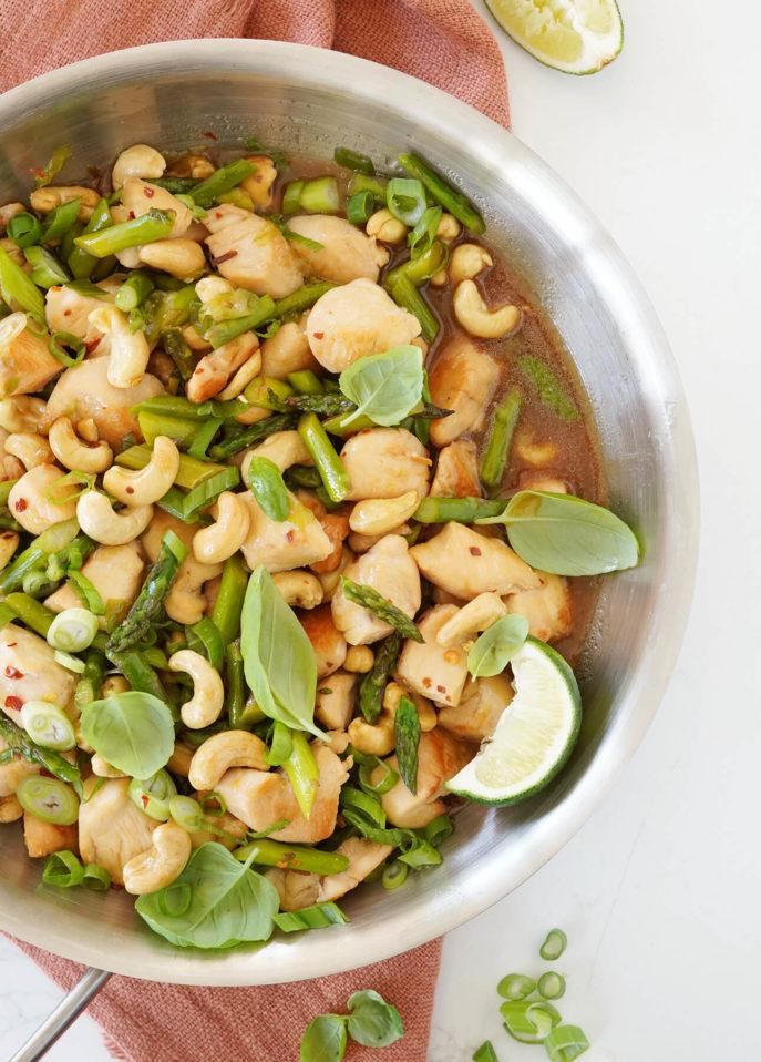 Cashew, Asparagus, and Chicken Stir-Fry // FoodNouveau.com