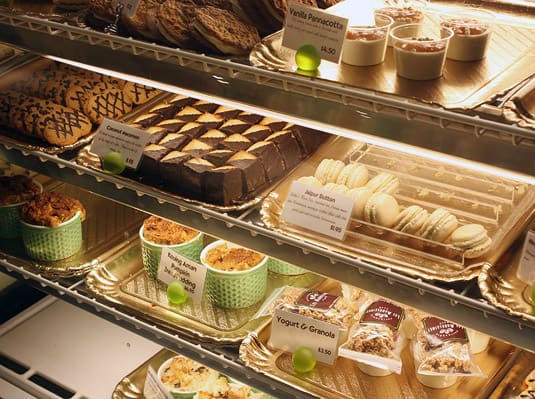 All of Les Madeleines' other pastries and desserts look delicious! They make macarons, cookies, cakes, and all sorts of sweet delights.