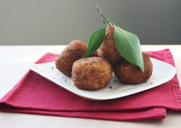 How to Make Arancine con Ragù (fried rice balls stuffed with meat sauce)