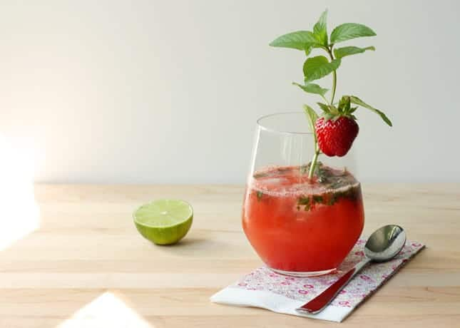 Fresh Strawberry Mojito / FoodNouveau.com
