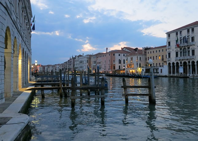 One reason to go to Venice: To watch the night fall over the city. / FoodNouveau.com