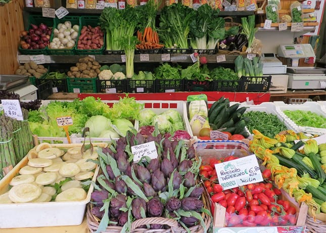 One reason to go to Venice: To admire the rainbow of colorful produce at the Rialto Market. / FoodNouveau.com