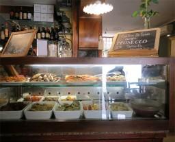 {Photo Friday} Chichetti at the Cantina Do Spade, Venice