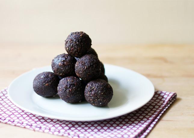 Raw Cocoa Bites / FoodNouveau.com