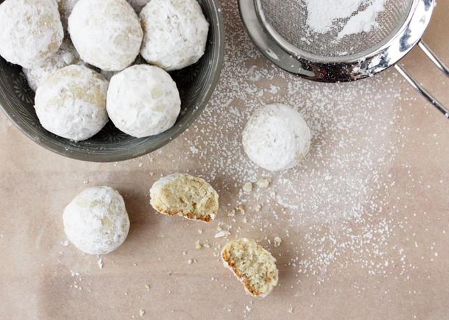 Cardamom Cashew Cookies // FoodNouveau.com
