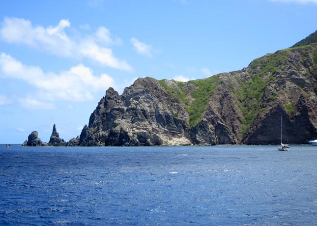 Saba's volcanic cliffs // FoodNouveau.com