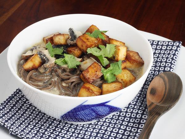 Thai Soba Noodle Bowl // FoodNouveau.com