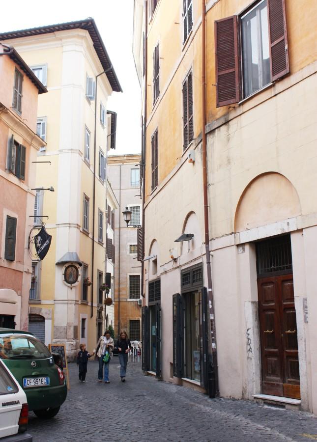A street in Rome // FoodNouveau.com