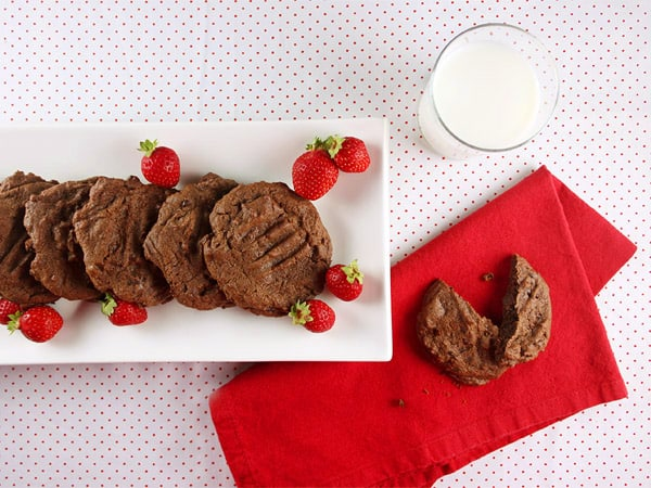 Double Chocolate Espresso Cookies // FoodNouveau.com