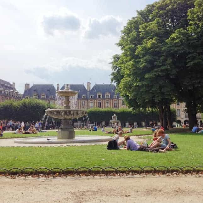 Place des Vosges, one of the best picnic spots in Paris // FoodNouveau.com