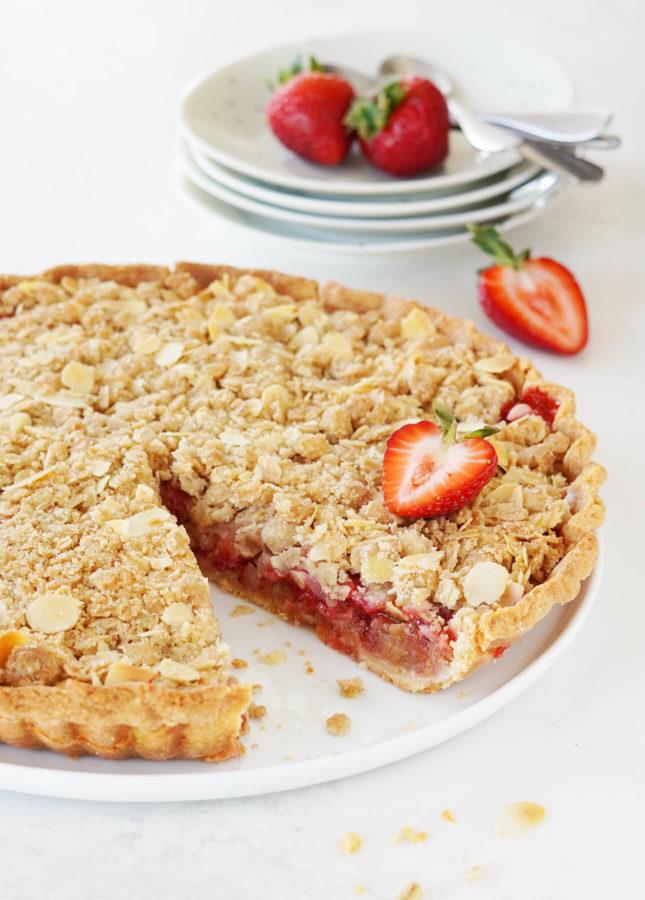Strawberry Rhubarb Crumble Pie // FoodNouveau.com