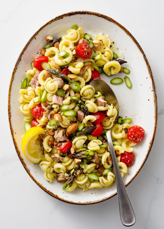 Superfast Fresh Asparagus and Tuna Pasta // FoodNouveau.com
