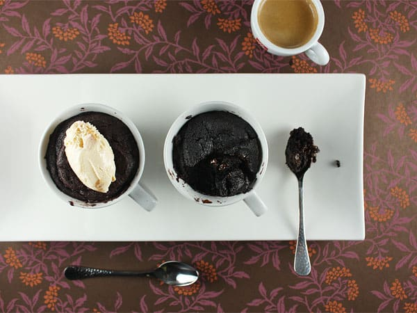 Quick Gooey Chocolate Cakes in a Cup // FoodNouveau.com