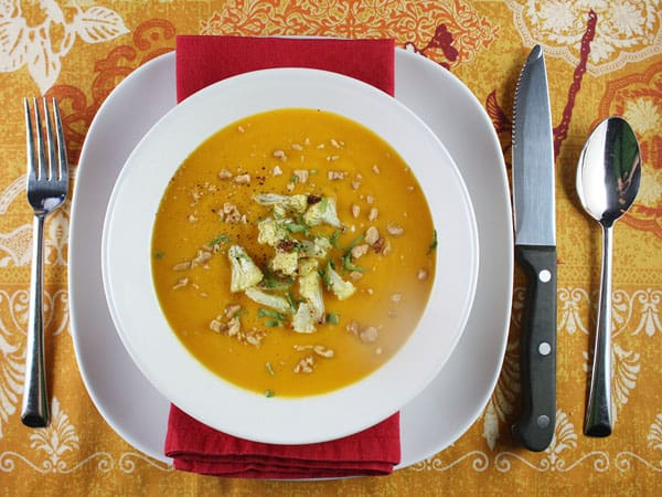 Quick Curried Cauliflower and Carrot Soup // FoodNouveau.com
