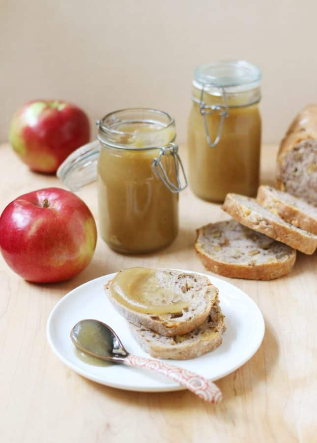 How to Make Apple Butter {with Video!} // See how easy it is to make silky smooth, fat-free apple butter. The perfect addition to a weekend brunch, and a tasty homemade gift idea! // FoodNouveau.com