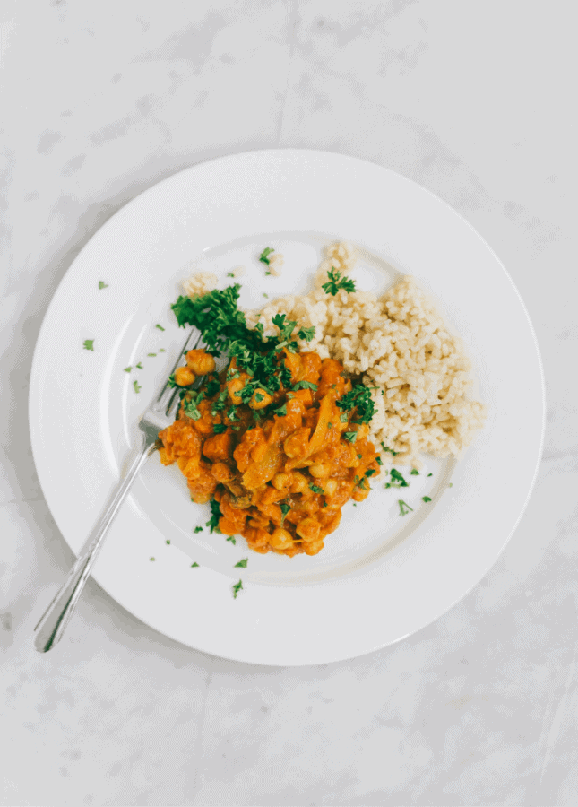 {Cooking with Friends} Pantry Chana Masala with Brown Rice, by Yummy Beet // FoodNouveau.com