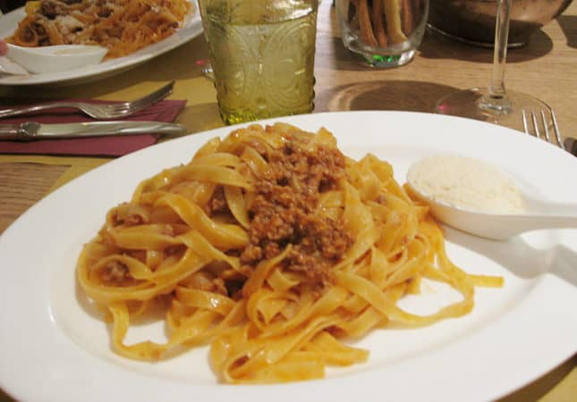 Authentic Ragù Bolognese in Modena, Italy / How to Make an Authentic Bolognese Sauce / FoodNouveau.com