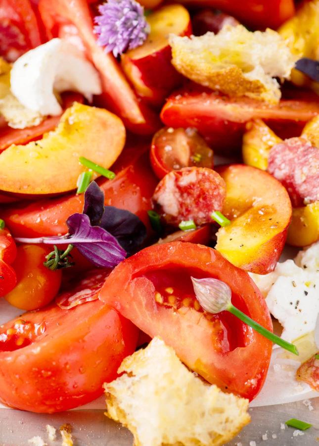 Summer Panzanella Salad // FoodNouveau.com