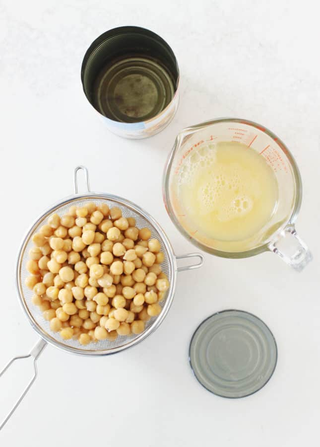 The Creamiest Homemade Hummus // FoodNouveau.com