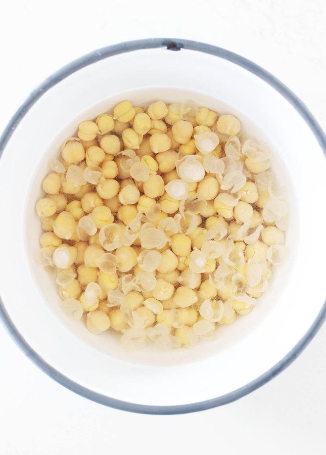 The Creamiest Homemade Hummus // FoodNouveau.com